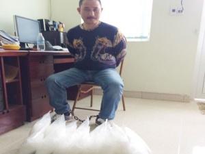 Bắt người nước ngoài vận chuyển chục cân ma túy đá vào Việt Nam
