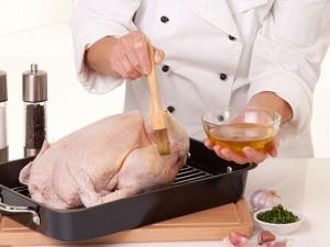 Nghi ngờ thịt gà nhiễm khuẩn do rửa nước hóa chất