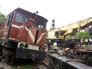 Tàu hỏa hất tung xe máy khiến 1 người tử vong