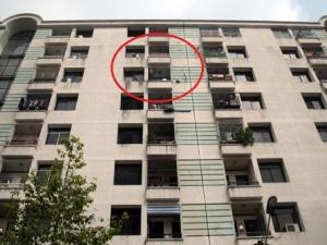 Cảnh báo nguy cơ tai nạn trẻ nhỏ từ lan can nhà cao tầng