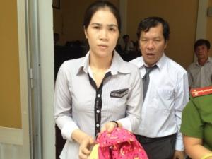 Cà Mau: Bắt giam oan 2 năm vì giới thiệu việc cho cháu gái