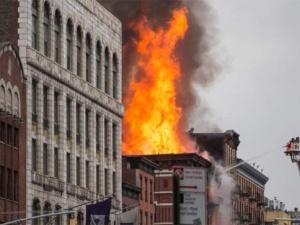 Tòa nhà chung cư hóa ngọn đuốc giữa lòng New York
