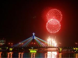Bắn hơn 2.000 quả pháo hoa kỷ niệm 40 năm giải phóng Đà Nẵng