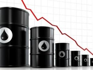 Giá dầu thô lao dốc 5%, chứng khoán phục hồi nhẹ
