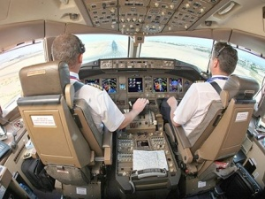 Quy tắc mới hàng không Việt : Sẽ luôn có 2 người trong buồng lái