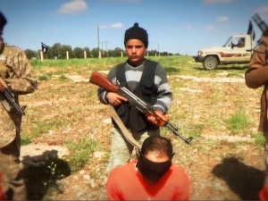 IS buông lời miệt thị dòng Hồi giáo khác khi hành quyết tù nhân
