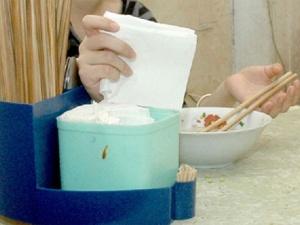 Lật tẩy quy trình 'phù phép' giấy thải thành giấy ăn độc hại