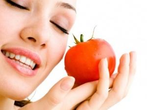Trị mụn bọc hiệu quả với mặt nạ cà chua