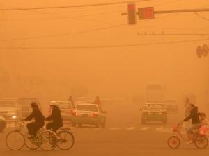 Trận bão cát 'tận thế' nhấn chìm Bắc Kinh