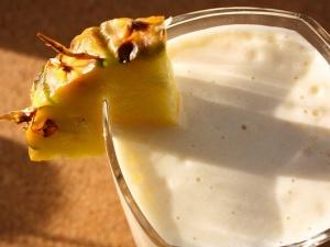 Trổ tài với món sinh tố dứa sữa chua giải nhiệt cuối tuần