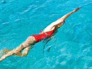 Cách phòng chống chuột rút hữu hiệu khi đi bơi