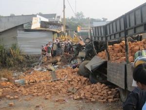 Đắk Lắk: 6 người chết sau tai nạn kinh hoàng trên cầu Ea Khanh