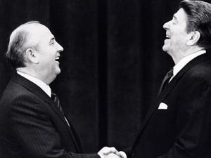 Tin tức thời sự thế giới trong ngày 21/4: Mỹ từng đề nghị Liên Xô cùng chống người ngoài hành tinh