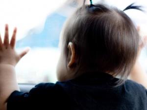 Nhiệt độ của trẻ tăng gấp 5 lần khi bị khóa trong ô tô ngày nắng