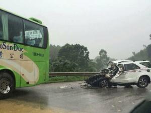 Hai xe ô tô đâm trực diện, 2 cán bộ công an tử vong tại chỗ