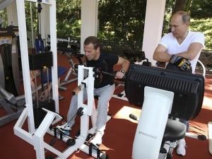Thích thú ngắm ảnh Tổng thống Putin 'rủ' Thủ tướng Medvedev tập thể hình