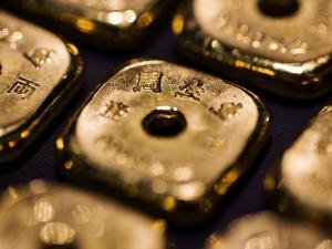 Giá vàng hôm nay ngày mùng 3 Tết vẫn tăng, chứng khoán giảm sâu