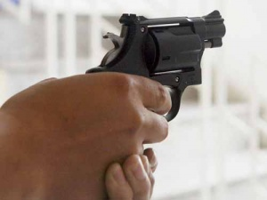 Rụng rời chân tay phát hiện con trai 11 tuổi chết bên khẩu súng bắn đạn cao su