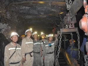 Công ty than Khe Chàm đẩy mạnh các hoạt động thi đua lao động sản xuất