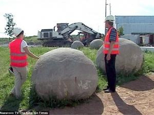 Đào được hàng chục viên 'ngọc trai kỷ Jura' lăn lóc tại Siberia