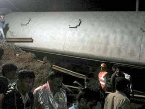 Ấn Độ: Tai nạn xe lửa kinh hoàng, hàng trăm người thương vong