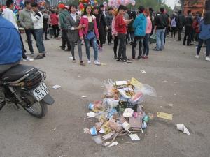 Chưa tan hội, rác thải đã tràn ngập hội Lim