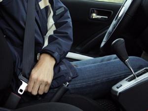 Từ 1-1-2018, ngồi sau không thắt dây an toàn sẽ bị phạt như thế nào?
