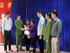 60h nghẹt thở giải cứu bé 3 tháng tuổi bị bắt cóc nghi bán sang Trung Quốc