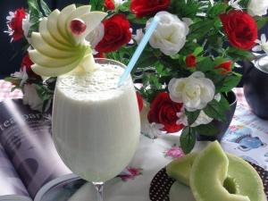 Cách làm sinh tố dưa lê bổ dưỡng lại đẹp da cho cả nhà vào cuối tuần