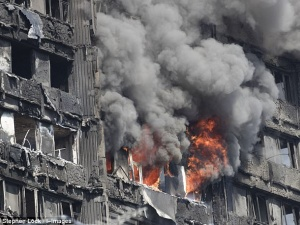 Cháy tòa nhà 27 tầng ở London: Nhiều người tố 'bị bỏ rơi đến chết' vì nghe tổng đài cứu hộ