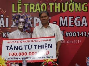 Xổ số Vietlott: Người đàn ông đeo mặt nạ tím nhận giải 82 tỷ
