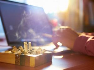 Mắc bệnh nguy hiểm vì tiếp xúc với... đồ vật ám khói thuốc lá