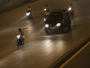 Khi xuất hiện đèn báo này, tài xế ô tô kiểm tra ngay ngoại thất tránh tai nạn nguy hiểm