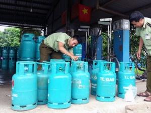 Phát hiện cơ sở 'thay tên đổi vỏ' bình gas tại Hòa Bình