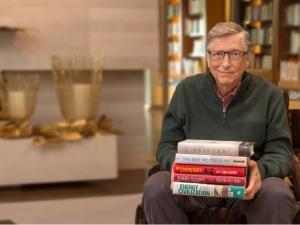 Bill Gates lựa chọn 2 cuốn sách của tác giả Việt Nam vào top 5 cuốn sách yêu thích 2017
