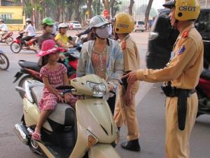 Tổng kết 10 năm: Quá nửa trẻ em không đội mũ bảo hiểm, cha mẹ còn thờ ơ