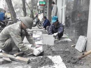 Hà Nội lại lát đá vỉa hè trở lại dù chưa công bố kết luận thanh tra