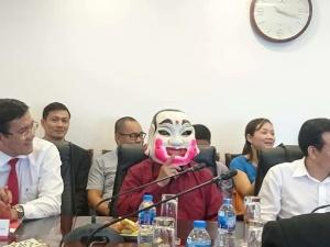 Xổ số Vietlott: Người đàn ông đeo mặt nạ nhận giải cao kỷ lục hơn 303 tỷ đồng