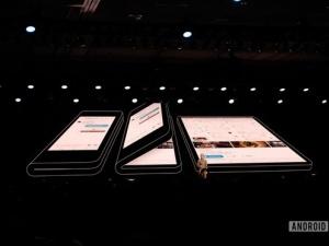 Điện thoại màn hình gập của Samsung: Giá hơn 40 triệu, sở hữu nhiều tính năng hiện đại