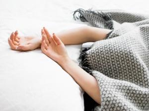 4 thói quen nguy hiểm cần loại bỏ ngay khi ngủ vào mùa đông
