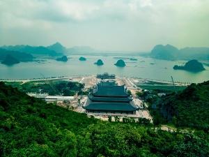 Chùa Tam Chúc: Đất đá ngổn ngang không kìm được chân du khách!