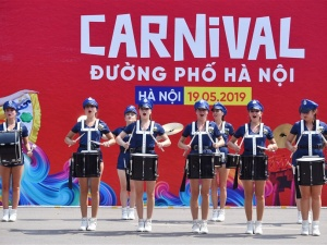 Carnival đường phố khuấy động phố đi bộ Hồ Gươm nhân kỷ niệm '20 năm Thành phố Vì hòa bình'
