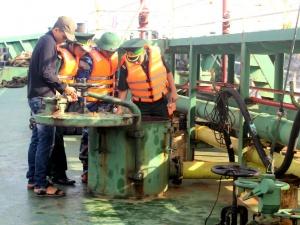 Bắt giữ 3.000 lít dầu DO trái phép trên vùng biển Quảng Ninh