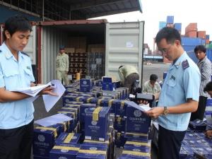 Phát hiện, xử lý gần 900 vụ vi phạm về hàng hóa