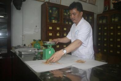Cảm phục lương y chữa bệnh đau dạ dày cho người nghèo