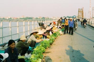 Hà Nội có nên giải tỏa chợ cóc của người nghèo mưu sinh ?