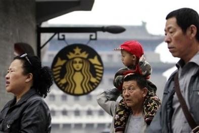 """Starbucks đang """"chặt chém"""" khách hàng?"""