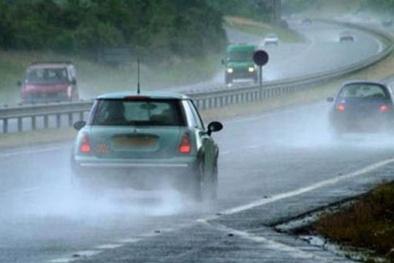 Cách lái xe an toàn trong mùa mưa bão