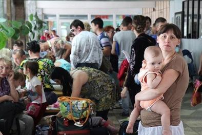 Tình hình Ukraine: 200.000 người Ukraine chạy tị nạn sang Nga