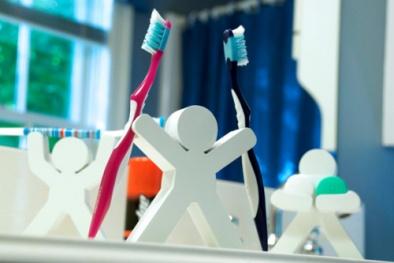 Bàn chải đánh răng chứa hàng ngàn vi khuẩn gây bệnh
